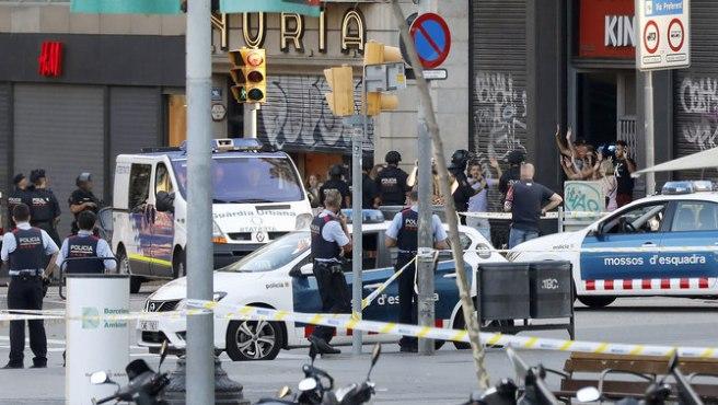 TRECE MUERTOS Y MÁS DE 50 HERIDOS EN EL ATENTADO EN LAS RAMBLAS DE BARCELONA